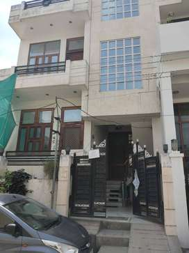 Separate 2BHK on 1st Floor Service Class - Small Family - Lal Kothi