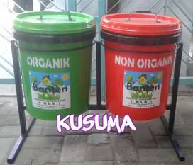 Tempat Sampah Plastik 25 Kg + Rangka Besi Taruh