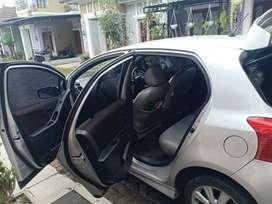 Mobil toyota yaris tahun 2013 plat h