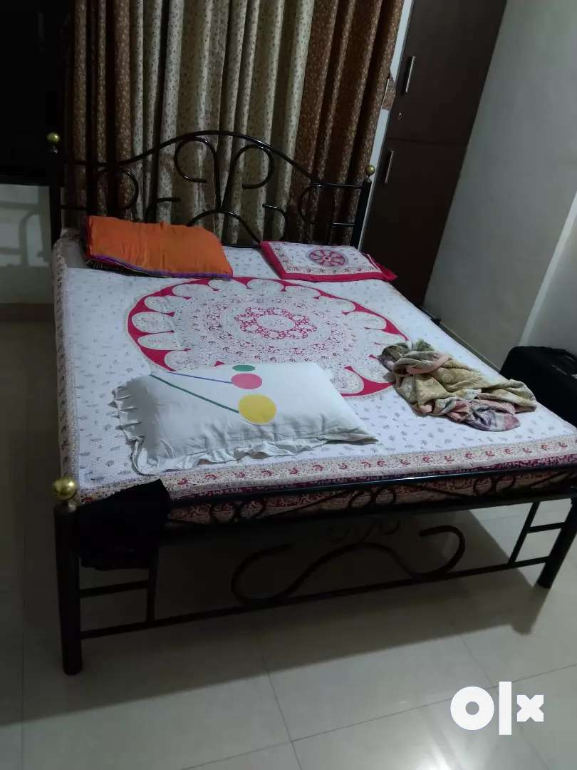 Metal Double bed (5x6) for sale 0