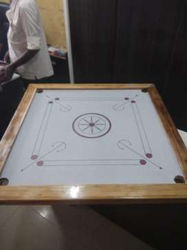 Carrom board