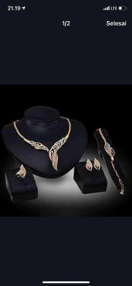 Terima perhiasan emas dan berlian di harga tinggi