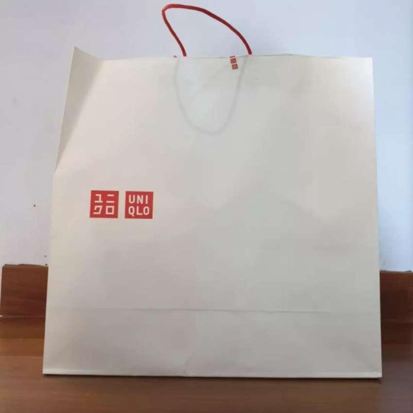 Paper Bag Uniqlo Original 100% (minat langsung wa ya, no sms) 0