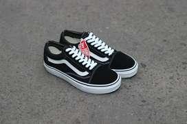 Vans OS Black White