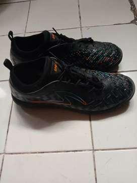 Sepatu Futsal ukuran 45