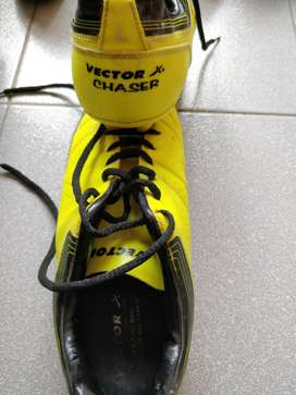 Vector X Chaser football shoes