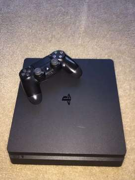 PS4 slim 500 GB with six games