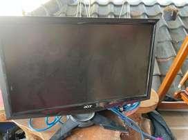 1 Set Keyboard,monitor 16 inch dan pc simbadda (no harddisk)