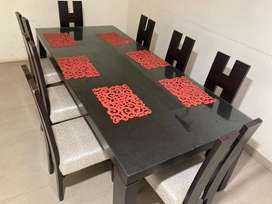 Dining table in sale with chairs