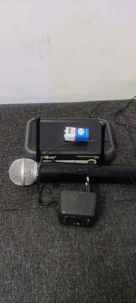 Studio Master BR 11 microphone PA with receiver and power adopter