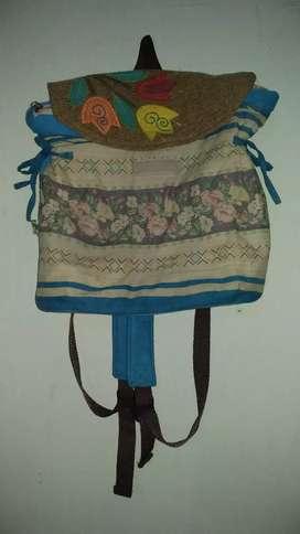 Tas sekolah etnik motif bunga