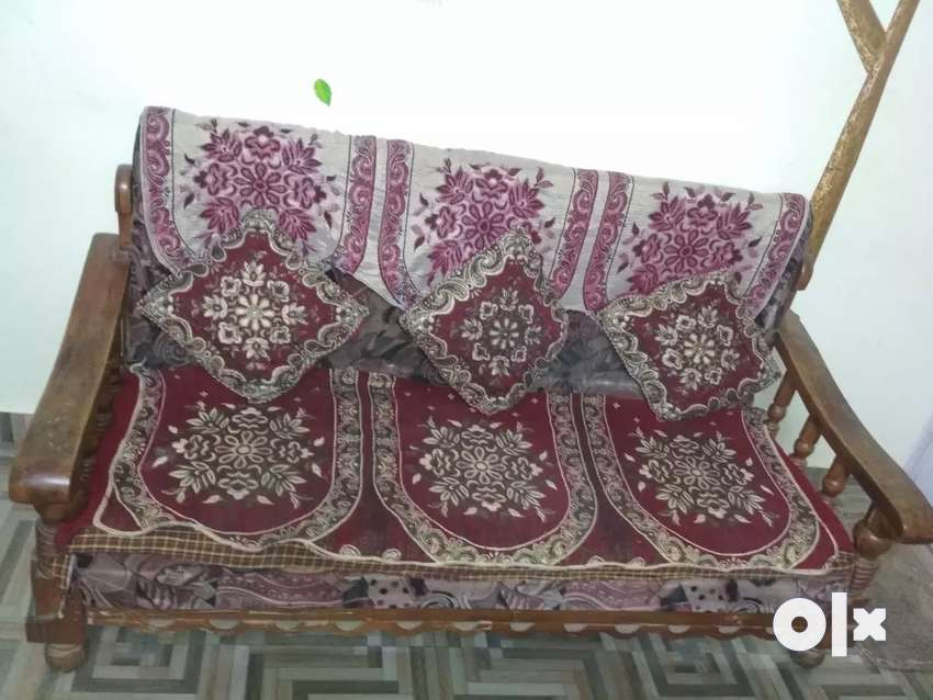 Sofa set and table 4 years old 0