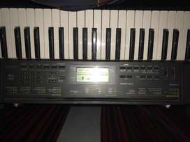CANON Keyboard(Piano) with Stand FREE .only 1and half year used