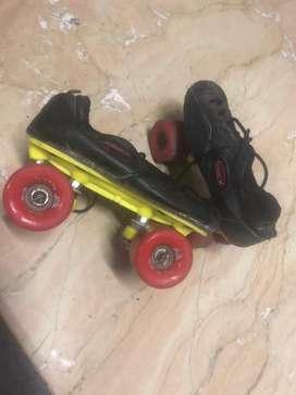 Skates 4 wheels with shoe