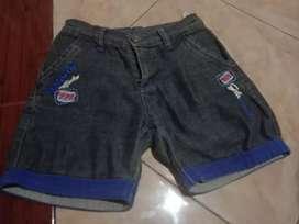Celana pendek anal perempuan umur 5 -8 yahun