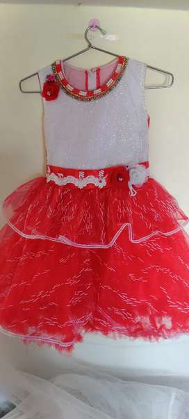 Red with white long barbie gown for 4 to 7yrs kids, New unused,size 26