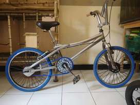 Sepeda bmx gt ring 20
