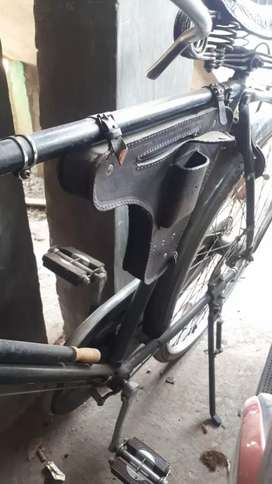 Sepeda onthel mereka Relli buyi cik-cik
