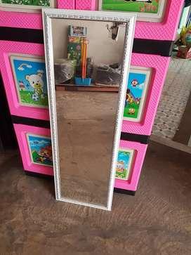 Kaca cermin list putih elegan 100 x 33 cm