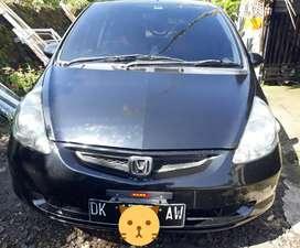 Dijual Honda jazz th.2004 warna hitam matic
