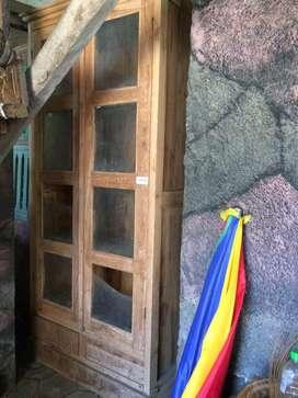 Lemari kaca kayu jati