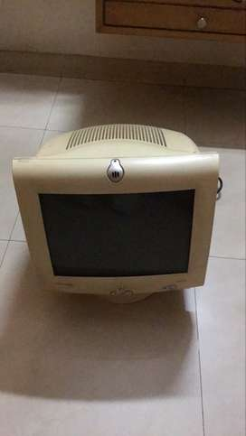 Compaq MV540 monitor, works but a technician shall hv to better it