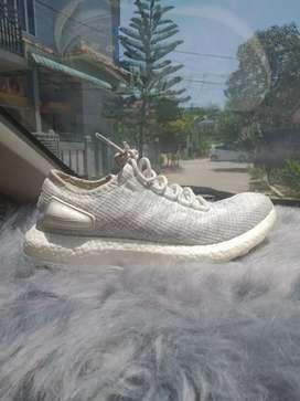 Sepatu Adidas pureboost