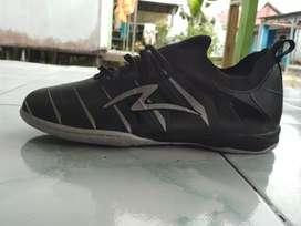 Sepatu futsal specs accelerator velocity