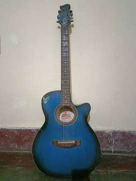 Old Guitar for very beginners w/o bag
