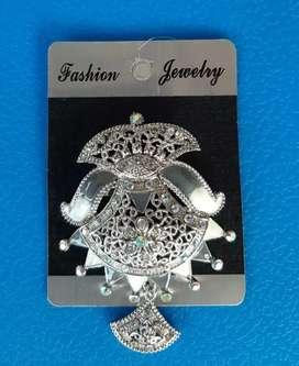 Aksesoris perhiasan bros wanita cantik