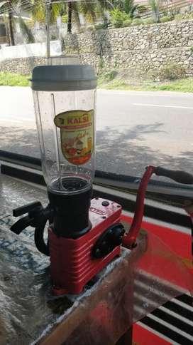 Hand Operated Juicer/Mixer (Kalsi) (price negotiable)
