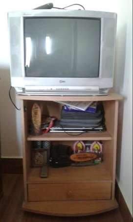 Sale of LG TV along with table