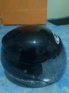 Helm GM uk. M warna hitam