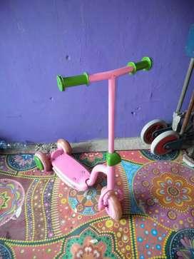 Scooter balita bekas