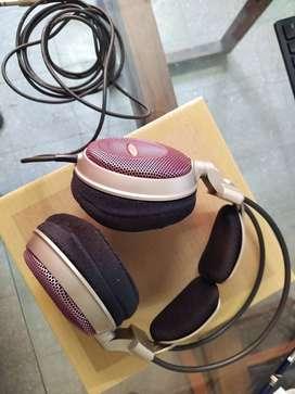 Audio Technica ATH-AD700 - Audiophile Open-air Dynamic Headphones
