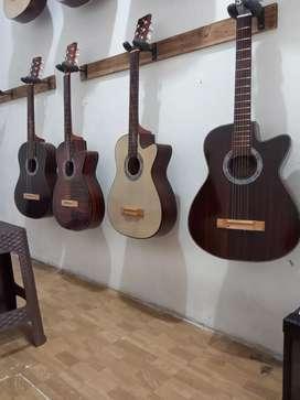 Gitar akustik meriah