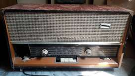 Old antique Murphy radio. No red valve