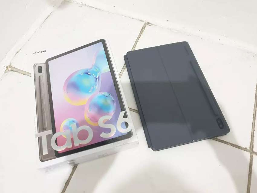 Samsung Tab S6 + Keyboard ( Grey ) 0