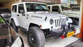 Jeep Wrangler 2 pintu Sahara NIK 2011 - Low KM - Seperti Baru !!