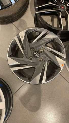 I 20 alloywheels 16 inches diamond cut wheels