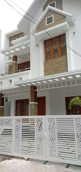4bhk intipent house seaport airport road vallathol jn