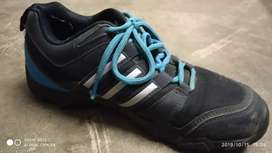 Adidas black and blue unisex snickers