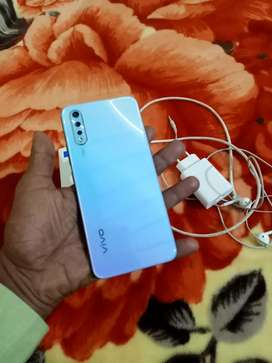 Vivo S1 mobile phone 4GB ram 128 GB memory