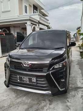 Toyota voxy 2018 at.