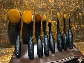 Huda beauty oval brush set