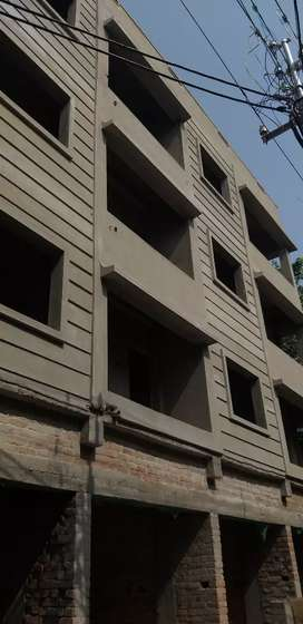 Hindmotor, 1st  and 3rd  floor  available,