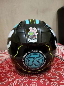 KYT helm warna biru masih kayak baru. Lokasi Lampung timur