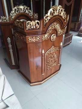 Mimbar podium kayu jati buat pidato khotbah.