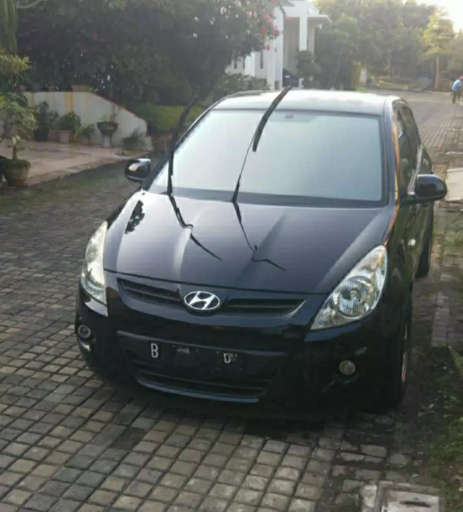 Hyundai i20 GL A/T no sunroof  Depok Kota #1