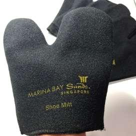 Shoe Milt Marina Bay Sands Singapore. Sarung Tangan Semir Sepatu.